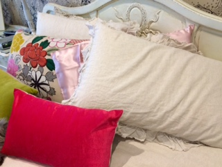 Benefits of sleeping on a silk pillowcase